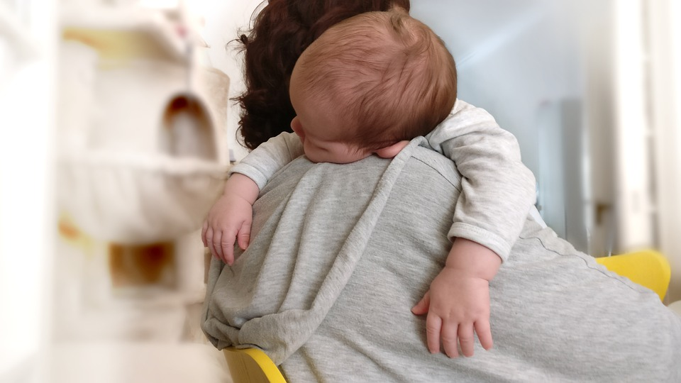 Qué necesitas para que tu bebé duerma seguro